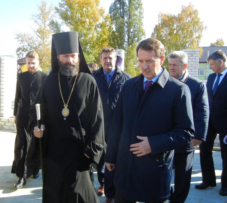 Губернатор заложил памятную капсулу в основание духовно-просветительского центра