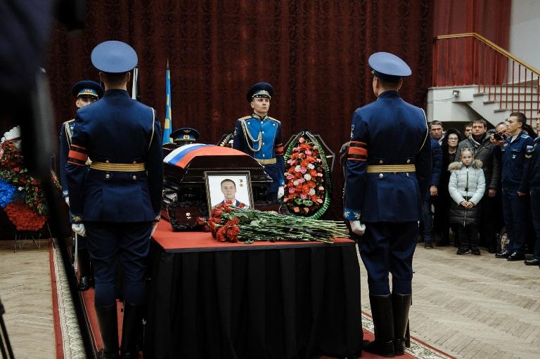 Сенатор Лукин принял участие  в церемонии прощания с погибшим в Сирии лётчиком
