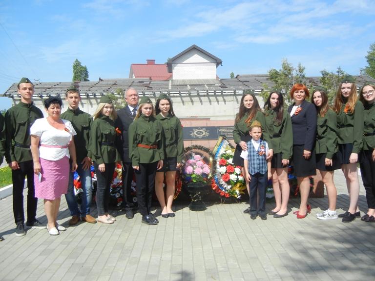 У воинских захоронений состоялись митинги