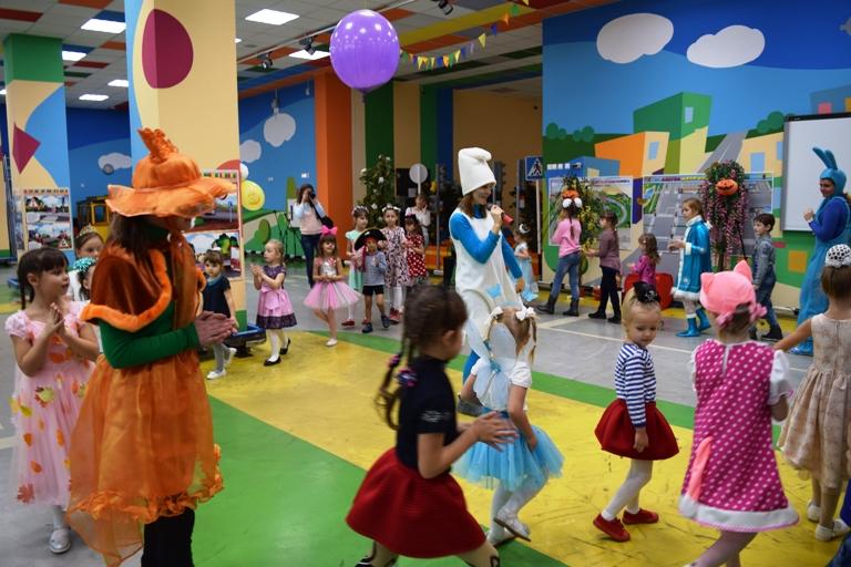 Сказочный карнавал в «Изумрудном»