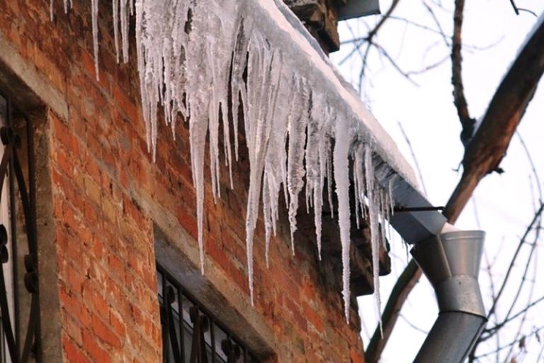 Администрация города обращает внимание УК и РСО на необходимость уборки снега и льда